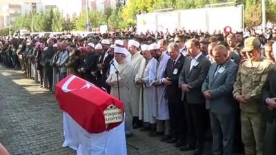 Akçakale'ye atılan roketle şehit olan Halil Yoğurt gözyaşlarıyla son yolculuğuna uğurlandı
