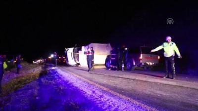 Tosya'da kamyonet devrildi: 1 ölü, 2 yaralı - KASTAMONU