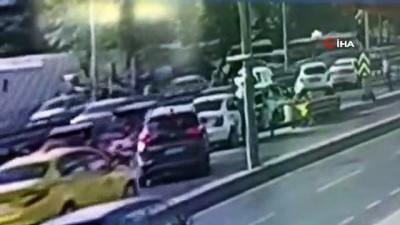 E-5'te 3 aracın karıştığı zincirleme kazada bir araç böyle takla attı