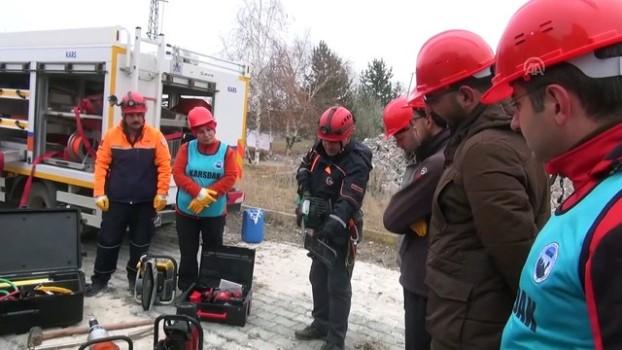 kurtarma tatbikati - Kars'ta AFAD gönüllüleri ve ekiplerinin yaptığı deprem tatbikatı gerçeğini aratmadı - KARS