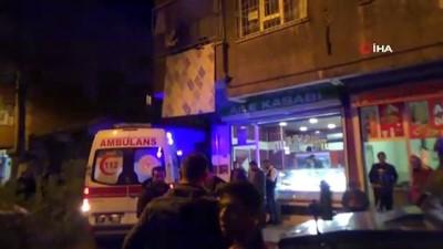 silahli catisma -  Diyarbakır'da iki aile arasında cadde ortasında silahlı çatışma: 2 yaralı