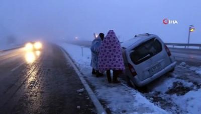 Erzincan'da kar ulaşımda aksamalara neden oldu..Vatandaşlar battaniyelere sarıldı