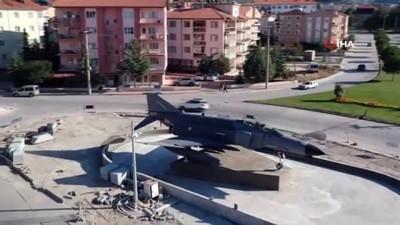 Şehit pilot Ayfer Gök'ün ismi, F-4 Fantom uçağı yerleştirilen kavşakla ölümsüzleşecek