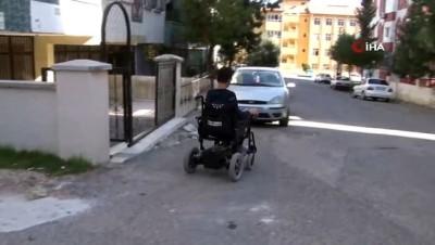 Engelli çocuğa asansör engeli: Okula gidemiyor, babası geç kalınca soğukta sokakta bekliyor Haberi