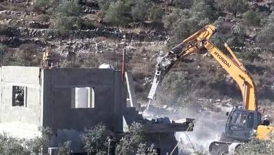 İsrail askerleri Batı Şeria'da bir Filistinlinin iki evini yıktı (1) - RAMALLAH