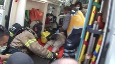 Kadıköy'de 15 katlı apartmanda yangın paniği: 2 kişi dumandan etkilendi