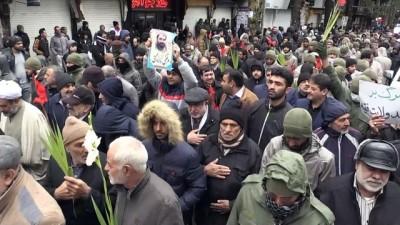 Tahran'da güvenlik güçlerinin cenaze töreni, 'karşıt' gösteriye dönüştü