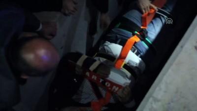 Tren rayları ile ihata duvarı arasına sıkışan adamı itfaiye kurtardı - SİVAS