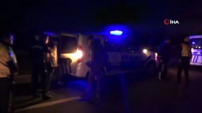 Gece yarısı kaçak operasyonu: Panelvan'dan yabancı uyruklu 50 kaçak göçmen çıktı Video