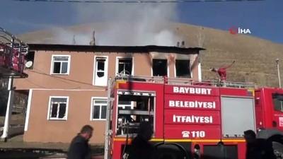 Yangında hayatını kaybeden 3 kişinin cesedi evden çıkarıldı