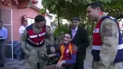 Mehmetçik engelli Serhat'ın hayalini gerçekleştirdi