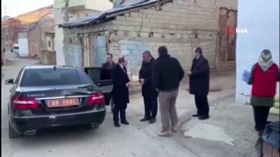 Köy ziyaretinde bulunan Vali Epcim, engelli vatandaşın isteğini geri çevirmedi