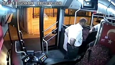 Kalp krizi geçiren yolcuya ilk müdahaleyi otobüs şoförü yaptı...O anlar kamerada