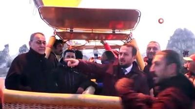 Kültür ve Turizm Bakanı Ersoy, Kapadokya'da balona bindi