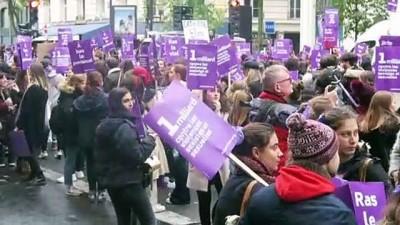 - Paris'te binlerce kişi kadına şiddete karşı yürüdü