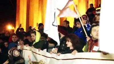- Gürcistan'da seçim protestosu devam ediyor - Protestocular yine parlamento binasında toplandı