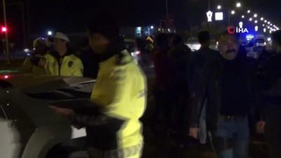 Mardin'de polisleri taşıyan araçla işçi servisi çarpıştı: 2'si polis 7 yaralı