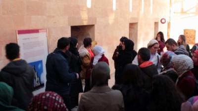 Tarihi İshak Paşa Sarayı'nda ziyaretçi yoğunluğu