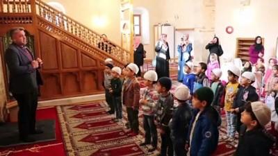Çocuklar 4 asırlık Şeyh Camii'ni ziyaret etti