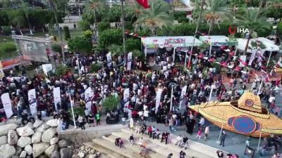 Mersin'de Narenciye Festivali coşkusu yaşanıyor... Festival kapsamında 65 kilo et kullanılarak 33 metrelik tantuni yapıldı