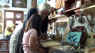 12 Eylül'de işkenceyle kaybettiği ellerini ahşap sanatıyla geri kazandı