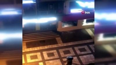 silahli catisma -  Avcılar'da bekçilerle silahlı çatışmaya giren hırsızlar kamerada