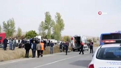 Çocuklarını askerlik görevini yapmaya götürürken kaza geçirdiler:2 ölü