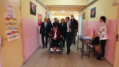 Bacaklarından engelli olan öğrenciye akülü araç - ŞIRNAK