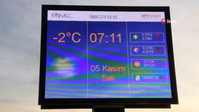 Doğu Anadolu'da soğuk hava etkisini artırdı, araçların camları buz tuttu