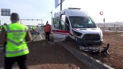 Elazığ'da ambulans ile otomobil çarpıştı: 1'i ağır 7 yaralı