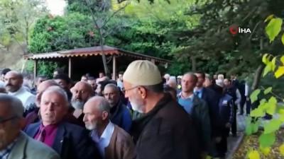 Erzincan'da ağaçtan düşen 3 çocuk babası hayatını kaybetti