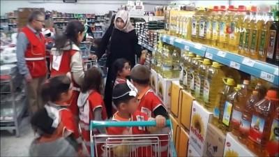 Miniklerden ihtiyaç sahiplerine gıda yardımı
