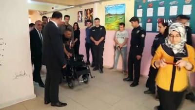 Yürüme engelli öğrenciye okulunda büyük sürpriz