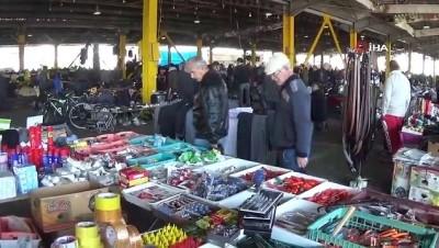 Bu pazarda ne ararsan var