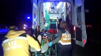 Otomobilin ambulansa çarpması sonucu 3 kişi yaralandı - BURDUR