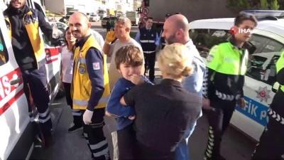 1'i çocuk 10 kişinin yaralandığı kaza kamerada