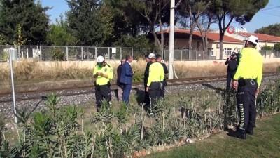 Yük treninin çarptığı yaşlı adam ağır yaralandı