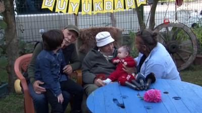 100 yaşına giren 79 torun sahibi yaşlı adama torunlarından doğum günü sürprizi