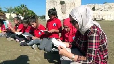 tarihi mekan - Öğrenciler kitaplarını Kızkalesi'nde okudu - MERSİN