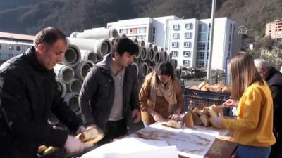 Artvin'deki şenlikte yarım ton hamsi tüketildi