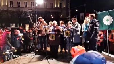 isvec - Bosna'daki soykırımı inkar eden Avusturyalı yazar İsveç'te protesto edildi (2) - STOCKHOLM