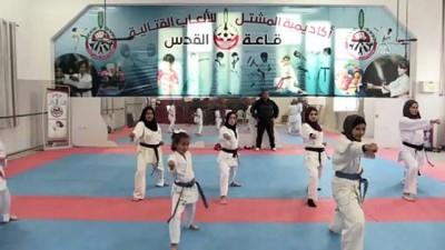 Gazze'nin karateci kızları Filistin'i uluslararası müsabakalarda temsil etmenin hayalini kuruyor