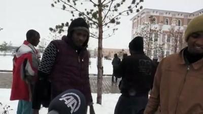Karla ilk kez Ağrı'da tanışan yabancı uyruklu öğrencilerin sevinci gülümsetti - AĞRI