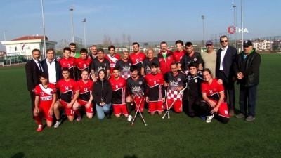futbol maci - Öğrenciler ve ampute takımı futbol maçı yaptı