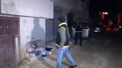 Adana polisinden şafak vakti 52 firariye operasyon