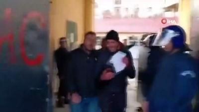 - Cezayir'de seçmenler pusulaları yırttı