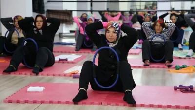 Mersin'de kadınlar step ve aerobik yaparak zayıflıyor