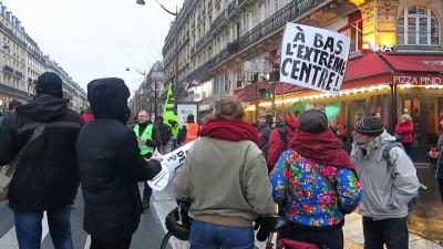 kamu calisanlari - Paris'te binlerce kişi emeklilik reformu yasasını protesto etti