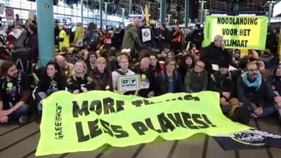 Hollanda'da iklim protestocuları havaalanını işgal etti - AMSTERDAM