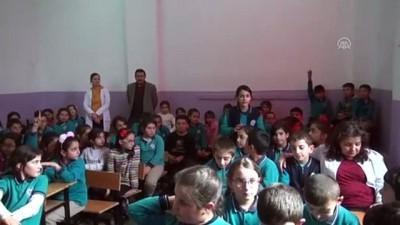 Karslı çocuklar 'can dostları' ile eğitim yuvalarını paylaşıyor